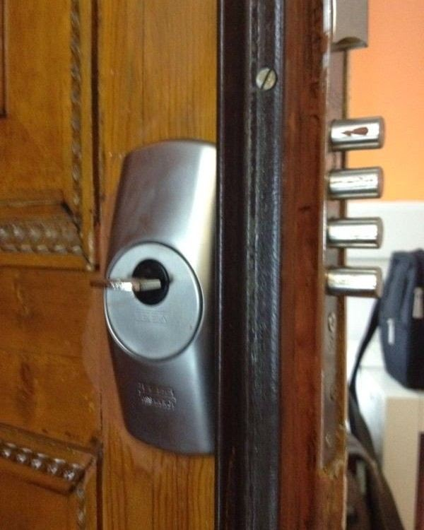 cerradura1 600x750 - Canviar pany bombin porta barcelona