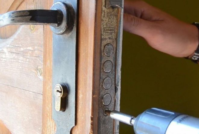 instalcion de bombin por cerrajeros - Servei de serralleria a Barcelona